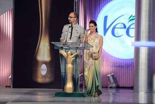 Award Presenters Nomi Ansari and Mehreen Raheel