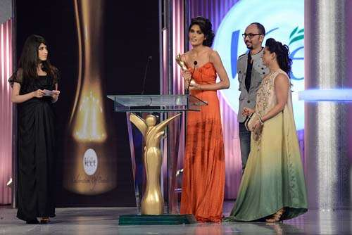 Best Posture _ Presented by Nomi Ansari and Mehreen Raheel to Nadia Ali