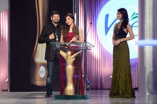 Miss Elegance _ Presented by Tapu Javeri and Nadia Hussain to Mahnoor Baloch (1)
