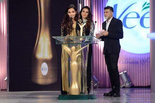 Miss Photogenic _ Presented by Asad-ul-Haq and Zoe Viccaji to Aamina Sheikh (1)