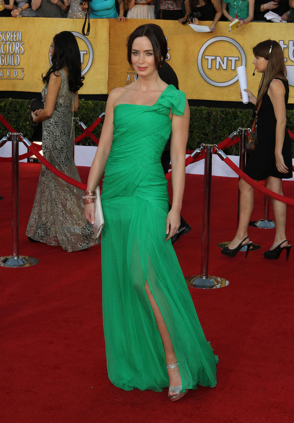 emily_blunt_green_gown_red_lip