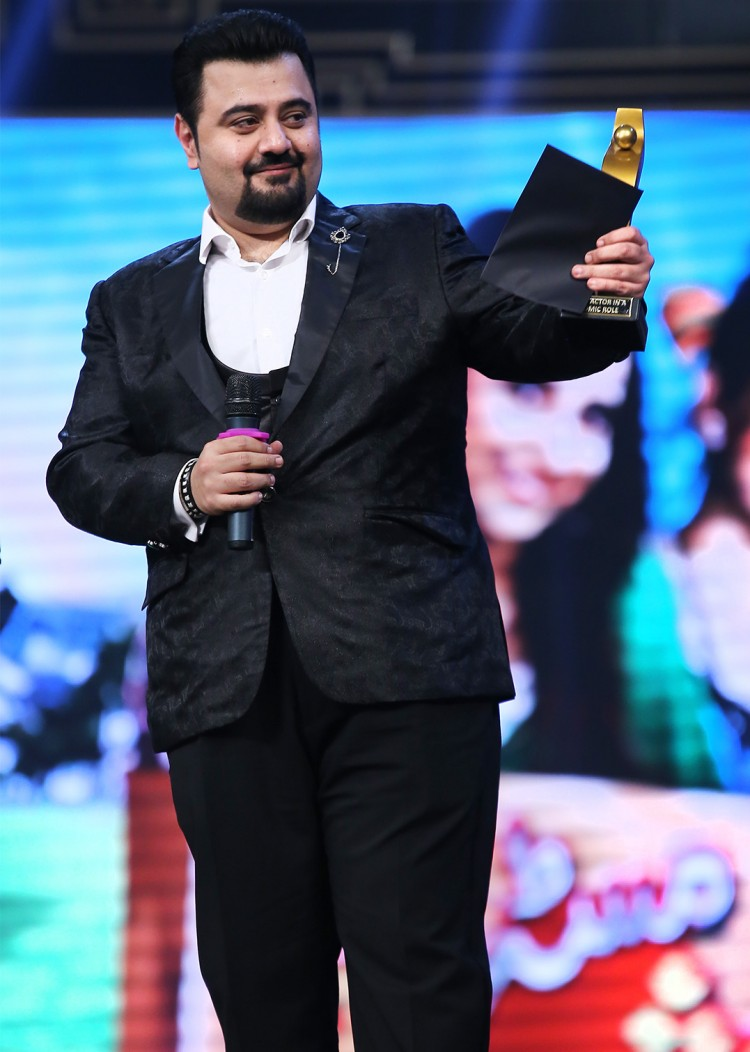 Ahmed Ali Butt at HUM Awards - Best Actor in Comic Role for Mr. Shamim  (1)