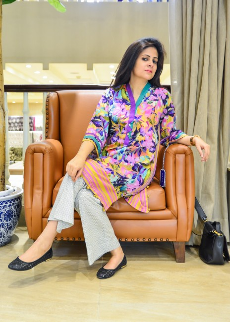 CRESCENT Amna Niazi
