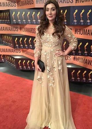 aisha khan hum awards