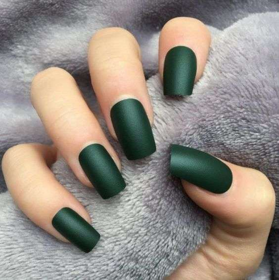 nail color trends emerald green