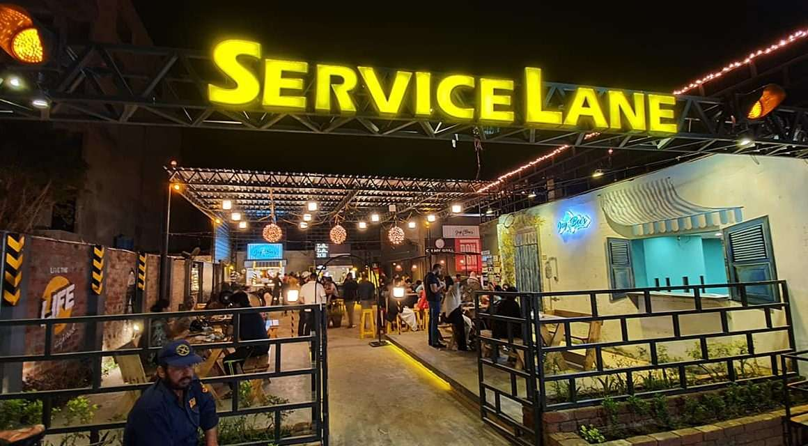 outdoor eateries in lahore, service lane