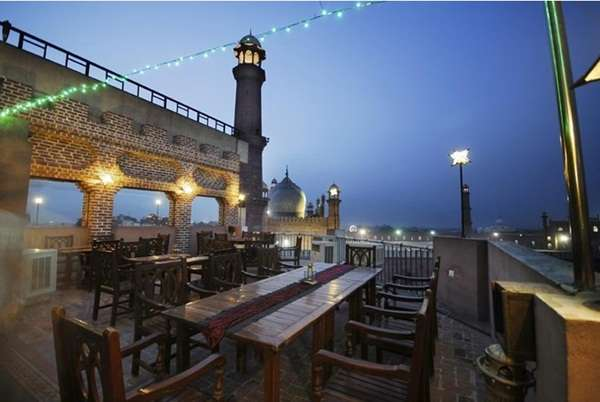outdoor eateries in lahore