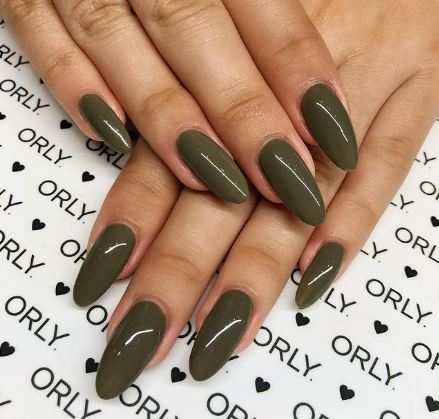 FALL NAIL COLOR TRENDS 2021 mossy green